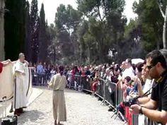 Vestimenta. Nobre romano colocándose a toga coa axuda de escravos.