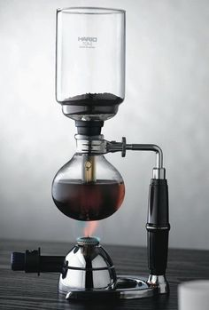 If I ever get into coffee, this just looks so cool. GAYET BİLİMSEL GÖRÜNÜYOR! :) Love: Hario Syphon Vacuum Coffee Maker. One day I will add one of these to my collection