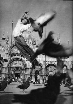 Serge Lido in flight w/ pigeons
