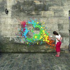ペンキなどによるペインティングで街を彩る、ストリートアート。 「見たことがない」という方はそうそういないと思わ…