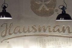 Pandomo W.  Zementöse Spachtelmasse, sehr gut formbar in Oberflächen, schleifbar und mit Steinöl versiegelbar. Speziell für Wohn- und Badbereich, seidige Oberflächenoptik.  In vielen Farben misch- und einsetzbar, Treppenhäuser, Wohnraum, Küchen und natürlich auch in Bädern zur Gestaltung gedacht. Wall Lights, Lighting, Home Decor, Palette Knife, Floor Design, Wall Design, Homes, Homemade Home Decor, Appliques