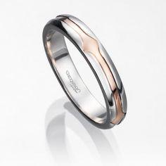 Alianza de boda TRAMA en platino fino y oro rosa de 18 kilates con ancho de 3,5 milímetros. Incluye el grabado de nombre y fecha.