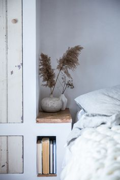 Our bedside tables aren't complete without a book or two. Thankfully, we've noticed a slew of especially clever bedside perches – beyond the traditional nightstand – that ensure a book is never out of reach. Style your own home library bookshelf with one of these cute ideas for even the tiniest of spaces. No longer can a tiny home or small city apartment keep you from shelving your favorite books at home. Even an accent chair can act as a functional book display. Home Interior, Interior And Exterior, Interior Design, Design Design, Chatham House, Turbulence Deco, Farmhouse Side Table, Cute Dorm Rooms, Piece A Vivre