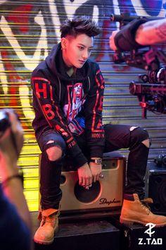 Chanyeol, Tao Exo, Korean Boy, Exo Korean, Qingdao, Rapper, Huang Zi Tao, Exo Lockscreen, Kung Fu Panda