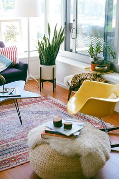 Add a rug and a plant for an instant lift to any room www.apairandasparediy.com