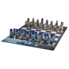 I NEED THIS!! (And I don't even play Chess... but I can watch my 10 year old play ;-))... Doctor Who Lenticular Animated Chess Set