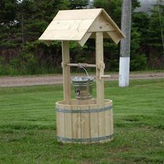 How to build a wooden wishing well Roof Boards, Convertible Coffee Table, Coffee Table Bench, Wells, Wood Screws, Wishing Well, Wood Glue, Garden Ornaments, Round Corner