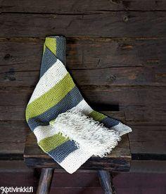 Pesukinnas ja laudeliina   Kotivinkki Christmas Stockings, Knit Crochet, Diy And Crafts, Knitting, Holiday Decor, Home Decor, Crocheting, Needlepoint Christmas Stockings, Crochet