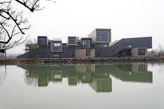 51252fecb3fc4bde4600007c_xixi-wetland-art-village-wang-weijen-architecture_02_panorama_view.jpg (2000×1333)
