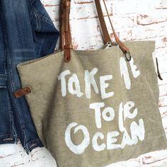 """Grand sac Week-end ou plage entièrement façonné à la main en collaboration avec la créatrice Cez de Méchant StudioParka kaki """"Take Me To The Ocean"""" à retrouver sur la E-Shop www.mechantstudio.netLin ancien Tie"""