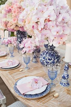 Fairy tales do come true!🌸 How very charming is this beautiful table setting and this fabulous florals! Pink Table Settings, Beautiful Table Settings, Wedding Centerpieces, Wedding Table, Wedding Decorations, Tall Centerpiece, Floral Centerpieces, Dresser La Table, Blue And White Dinnerware