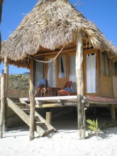 Small tiki hut on the beach. I could stay here for a long time. Surf Shack, Beach Shack, Beach Huts, Hotel Am Meer, Bahay Kubo, Bamboo House, Dream Beach Houses, Tiki Hut, Beach Bungalows
