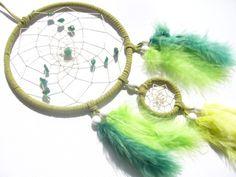 Dunkler Aventurin  im grünen Dreamcatcher  von Traumnetz.com  - Kraft der Steine   Besondere Geschenke auf DaWanda.com
