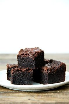 """rich and fudgy brownies. """"Made with cocoa powder alone — no melted chocolate — these brownies are delicious freshly baked, but get better by the day, becoming richer and fudgier as they sit."""" (via Alexandra Cooks) Fudgy Brownie Recipe, Brownie Recipes, Chocolate Recipes, Dessert Recipes, Brownie Pudding, Double Chocolate Cake, Chewy Chocolate Chip Cookies, Melting Chocolate, Beste Brownies"""