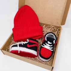 Cute crochet baby shoes and beanie will be an excellent and memorable baby boy gift, pregnancy gift, virtual baby shower gift box for expecting mom and new parents. THE BOOTIES SIZE: ~0-3months: 9 cm / 3,5 inner length ~3-6months: 10 cm / 4 inner length Each pair is crochet manually from 100% Booties Crochet, Crochet Baby Shoes, Newborn Crochet, Baby Booties, Newborn Baby Gifts, Baby Boy Gifts, Gifts For Boys, Baby Shower Gifts, Pregnancy Gift For Friend