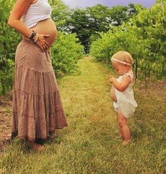 Adorable pregnancy picture if you already have a little one.