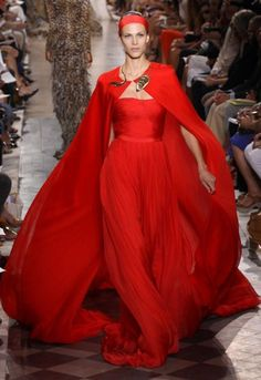 Highlights from the beautiful Giambattista Valli autumn/winter 2011 couture show at Paris Haute Couture Fashion Week. Haute Couture Style, Haute Couture Gowns, Couture 2015, Couture Mode, Couture Fashion, Runway Fashion, Fashion Week Paris, Beautiful Gowns, Beautiful Outfits