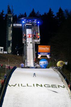 Skispringer auf der Mühlenkopfschanze in Willingen / Hochsauerland beim Weltcup FIS Skispringen   Fotograf Kassel http://blog.ks-fotografie.net/pressefotografie/skispringen-fis-weltcup-willingen-2016-fotojournalist/