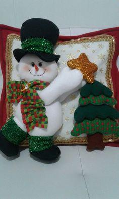 Munequeria Navidena Y Halloween Christmas Elf Doll, Christmas Sewing, Christmas Pillow, Christmas Projects, Christmas Stockings, Christmas Crafts, Christmas Ornaments, Felt Christmas Decorations, Xmas Wreaths