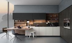 moderna y elegante cocina con sillas preciosas