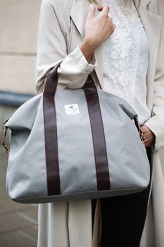 Sac à langer Gilded Grey : Elodie Details Nursery Bag, Elodie Details, Changing Bag, Fashion Handbags, Bag Making, Bag Accessories, Diaper Bag, Gym Bag, Stylish