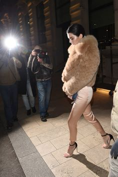 2/23/17: More of Kendall leaving Excelsior Hotel Gallia in Milan.  http://kendallkeek.com