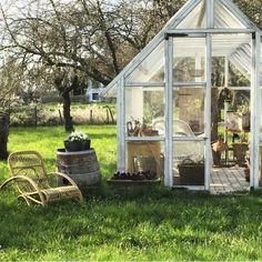 We enlist five outstanding best greenhouse ideas for beginners. These greenhouse ideas will enable you to devise strategies to shape the best possible model. Pallet Greenhouse, Simple Greenhouse, Underground Greenhouse, Homemade Greenhouse, Outdoor Greenhouse, Cheap Greenhouse, Greenhouse Plans, Portable Greenhouse, Mini Greenhouse