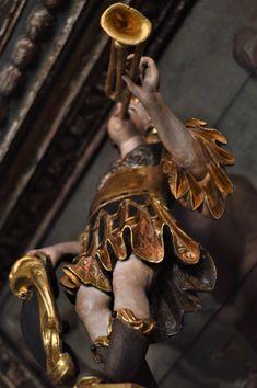 Órgão histórico da Igreja do Salvador Salvador, Daenerys Targaryen, Fictional Characters, Savior, El Salvador, Fantasy Characters