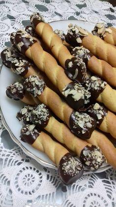 Greek Sweets, Greek Desserts, Greek Recipes, My Recipes, Cookie Recipes, Dessert Recipes, Favorite Recipes, Koulourakia Recipe, Greek Cooking