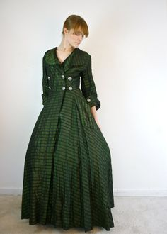 """1940s Dressing Gown, tag reads """"Fashioned by Delro.""""  LOVE THIS!"""