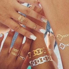 Golden temporary skin tattoo for your party of celebration, in 8 easy steps: http://www.whiteinktattooscenter.com/temporary-gold-tattoo-in-8-easy-steps/