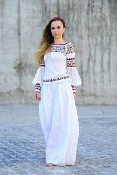 Cotton knitted blouse with Ukrainian traditional ornamental Mexican Fashion, Folk Fashion, Ethnic Fashion, Hijab Fashion, Fashion Dresses, Womens Fashion, Simple Dresses, Casual Dresses, Ukrainian Dress