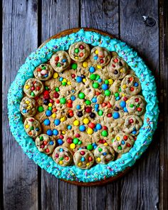 Yammie's Glutenfreedom: Giant Chewy Chocolate Chip M&M Cookie Cake (Gluten Free!)