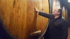 """Mimando la sidra!! Samuel en nuestro llagar Casa Alicia, con el primer tonel de este año de la nueva cosecha, que saldrá con la etiqueta de """"sobre la madre"""" a los chigres de Asturias  #trabanco #lavandera #sidra #tradicion #sobrelamadre #cider #ciderlovers"""