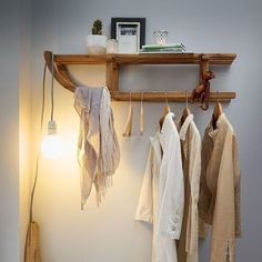Garderobe hätte ich dieses foto mal früher gesehen, dann wäre unsere kaputte … Wardrobe I would have seen this photo earlier, then our broken rodel would not have landed in the trash Pallet Furniture, Furniture Making, Interior Inspiration, Room Inspiration, Diy Home Decor, Room Decor, Decor Crafts, Light Building, Home And Deco