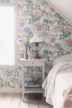home Wallpaper Shelving - An Idyllic Swedish Summer Cottage (and Caravan) on Gotland (my scandinavian home) Home Wallpaper, Scandinavian Home, Cottage Interiors, Cottage Decor, Country Cottage Decor, My Scandinavian Home, Swedish Decor, Home Decor, Scandinavian Cottage
