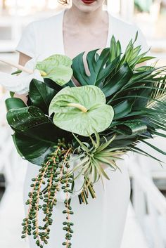Now this is a tropical wedding bouquet! The all green-color palette, mixed with different textures, makes the perfect statement. Wedding Flower Guide, Cheap Wedding Flowers, Rose Wedding Bouquet, Wedding Ideas, Wedding Band, Wedding Ceremony, Reception, Tropical Wedding Bouquets, Tropical Wedding Decor