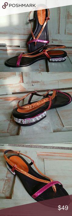 DONALD J. PLINER FLAT SANDAL Great shape.  Only wear is on the bottom! Donald J. Pliner Shoes Sandals