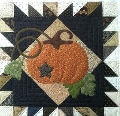 Sewing Block Quilts adorable pumpkin quilt with vines and leaves. This would be great for Thanksgiving quilts, fall quilts, or Halloween quilts - Quilt Studio, Halloween Quilts, Quilting Projects, Quilting Designs, Fall Sewing Projects, Fall Quilts, Miniature Quilts, Quilted Table Runners, Quilted Wall Hangings