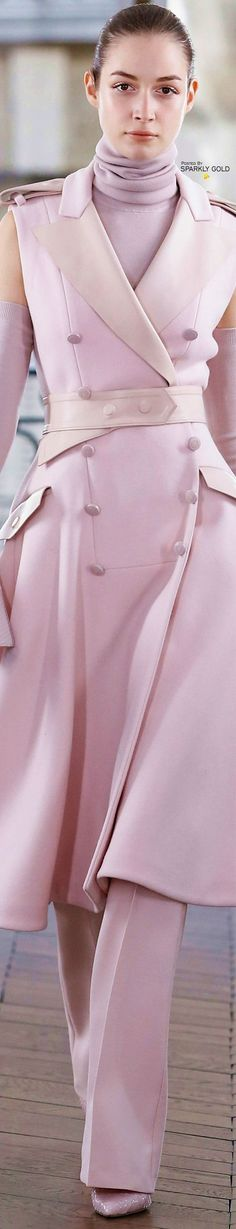Ralph & Russo Fall 2018 RTW Fashion Today, All Fashion, Fashion Outfits, Womens Fashion, Couture Week, Haute Couture Fashion, Ralph & Russo, Light Pink Rose, Shades Of Burgundy