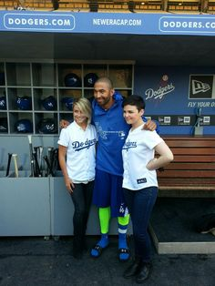 In @Stephanie Gray dugout @Julianne Hough Web @Ginny Vasquez take pic with @TheRealMattKemp pic.twitter.com/E4ktqD0NJD
