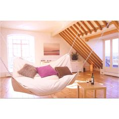 Swinging bed