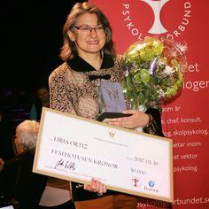 """DN:s Liria Ortiz får Stora psykologpriset för sitt """"varma sätt"""" - DN.SE http://www.dn.se/nyheter/sverige/dns-relationsexpert-far-stora-psykologpriset-for-sitt-varma-satt/"""