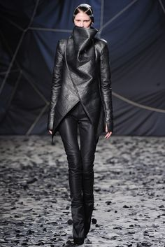 Gareth Pugh Fall 2012 Ready-to-Wear Fashion Show - Marie Piovesan (Viva)