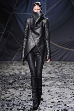 Gareth Pugh Fall 2012 Ready-to-Wear Fashion Show - Marie Piovesan (Viva)
