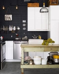 Kitchen - black wall
