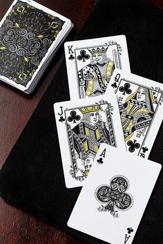 From designer Randy Butterfield comes the latest edition in the Luxx® series of playing cards.
