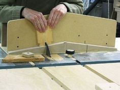 Table Saw Dovetail Jig. Will be building this if I ever need to do dovetail joinery. #dovetailjig #tablesawjig