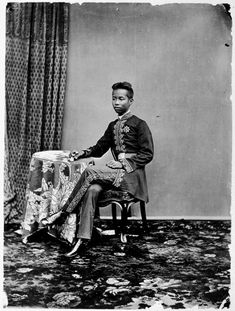 King Chulalongkorn พระบาทสมเด็จพระปรมินทรมหาจุฬาลงกรณ์ พระจุลจอมเกล้าเจ้าอยู่หัว (Rama V) of Siam (20 September 1853 – 23 October 1910) had 92 consorts who, among them, produced 33 sons and 44 daughters.
