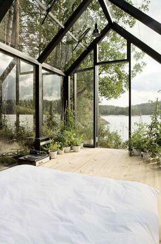 Скромный сарай и стеклянная спальня на берегу озера — Новости